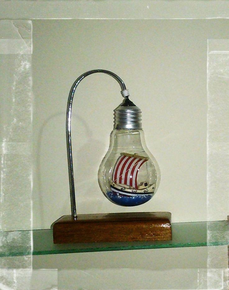ampul içinde gemi.  decorative ship in bulb