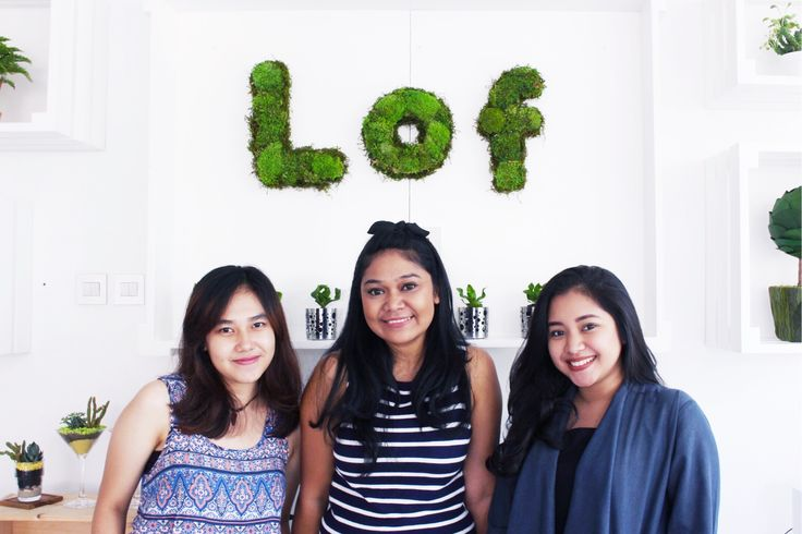 Kitty Manu, Blogger & Founder of Living With L.O.F | The It Girl