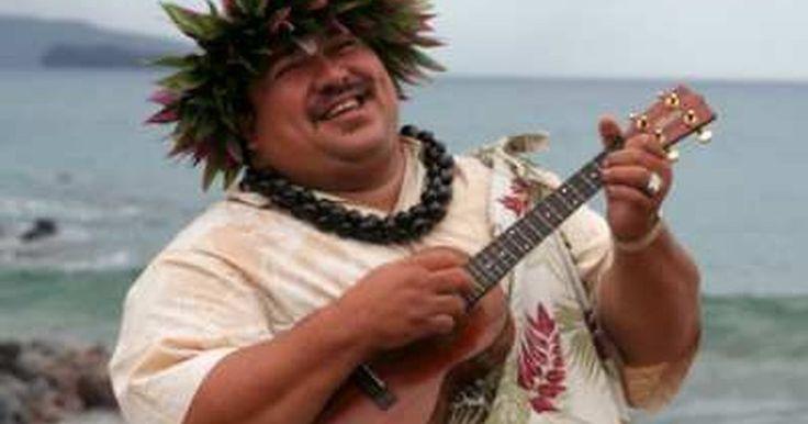 Cómo rasguear un ukelele . El ukelele es el único instrumento de cuerdas nativo de Hawaii. Los nativos de la isla se enamoraron del cavaquinho portugués, que fue introducido a las islas a finales de los 1880 por los marineros. El cavaquinho era un poco más complicado para la mentalidad de los hawaianos, quienes hicieron su propia versión con sólo cuatro cuerdas usando ...