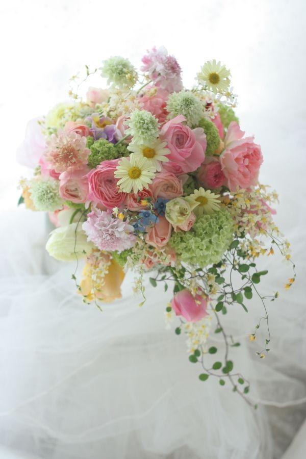 クラッチセミキャスケードブーケ 春の花の光 ホテル日航東京様へ : 一会 ウエディングの花