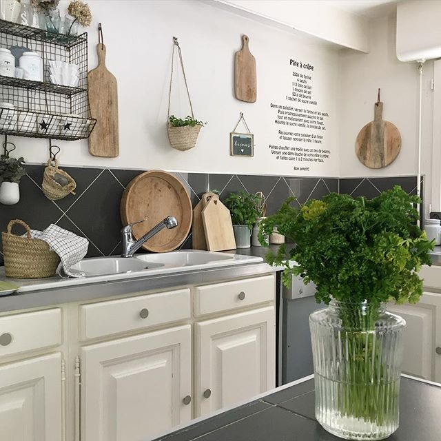 7 best cuisine classique images on pinterest kitchens countertop and solid wood. Black Bedroom Furniture Sets. Home Design Ideas