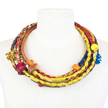 Collier MAURESQUE multi rangs en cuir et wax tressé chez Mis Wude. E-shop