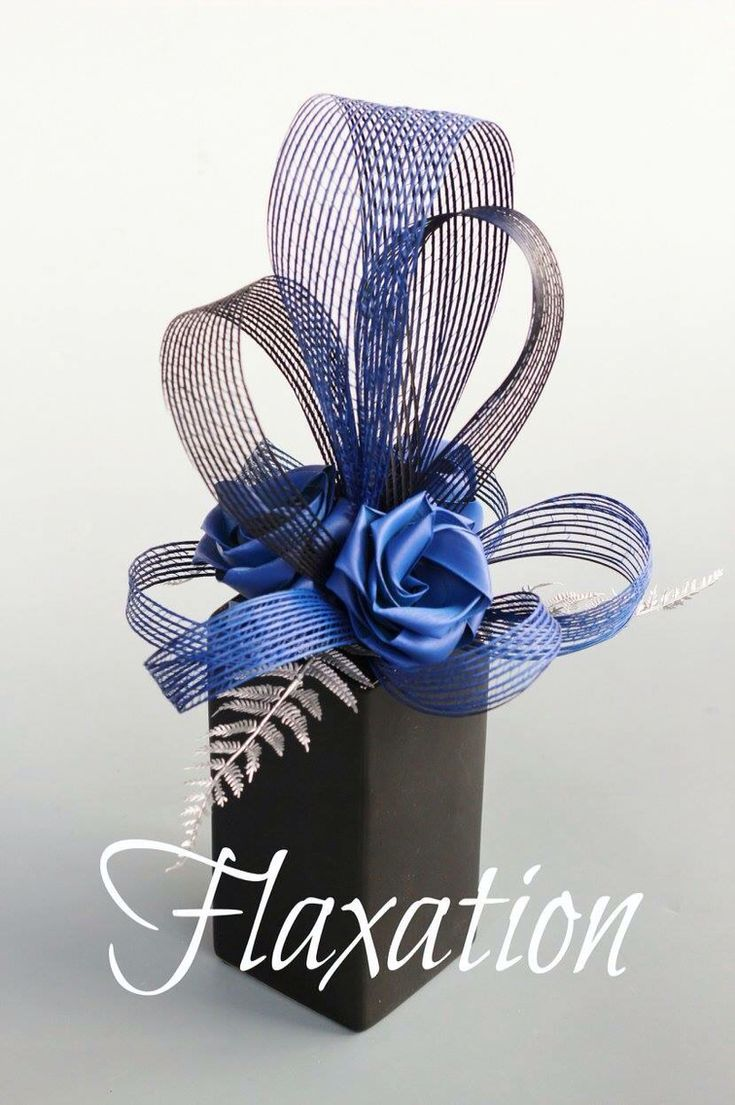 www.flaxation.co.nz Centre piece with large netted loops. This style suits a large round 8-10 seated table.