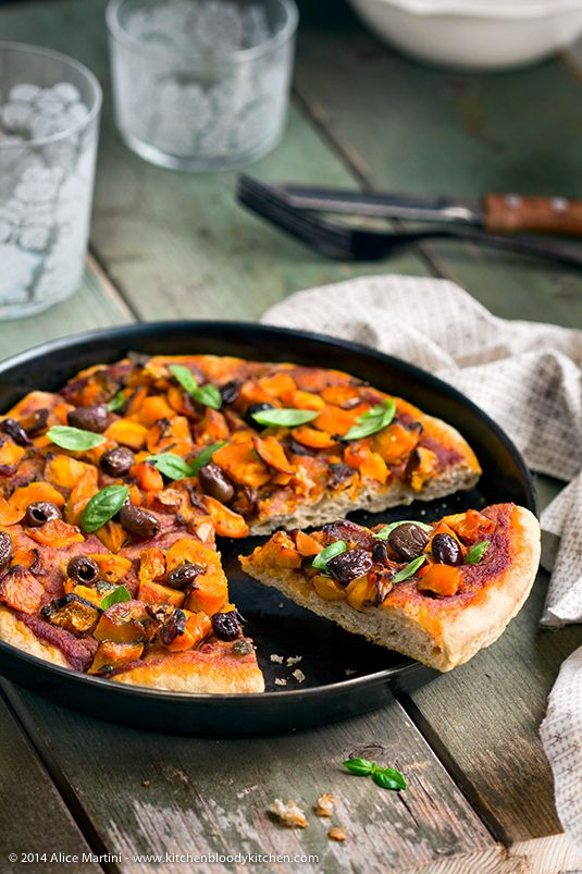Pizza in baking dish Spelt with pumpkin and black olives - Vegan