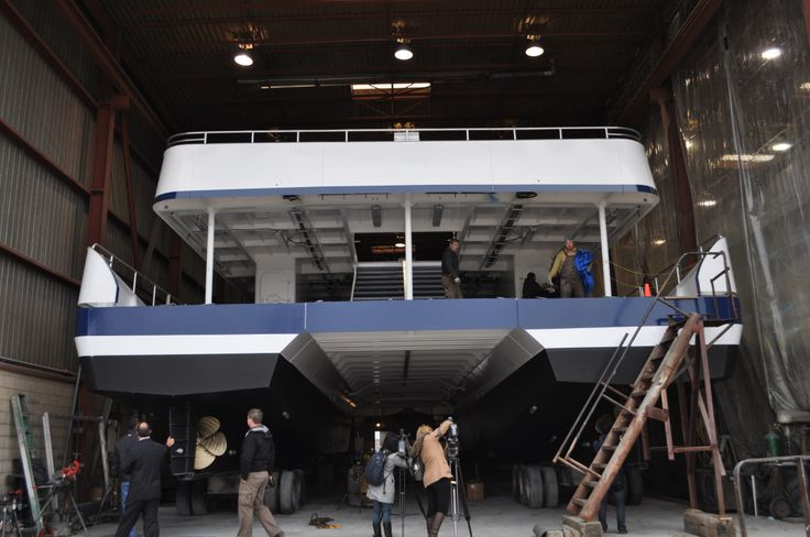 Hornblower Niagara Cruises will feature two (2) 750 person catamaran boats that will feature; seating, indoor and outdoor viewing areas and a tiered seating area to provide maximum sight seeing.