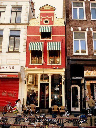 Cafe Der Witz in Groningen, knus café waar je gezellig een borrel kunt drinken.