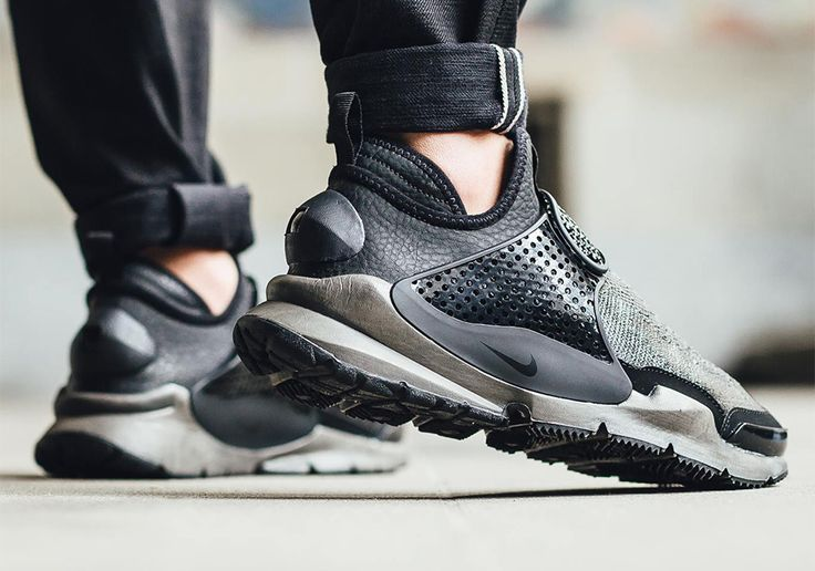 Stone Island's collaboration with NikeLab is set to release tomorrow at select stores worldwide. Joining forces with the masters of outerwear material, NikeLab presents the first ever mid-cut iteration of the Sock Dart silhouette. Below we have a list of … Continue reading →