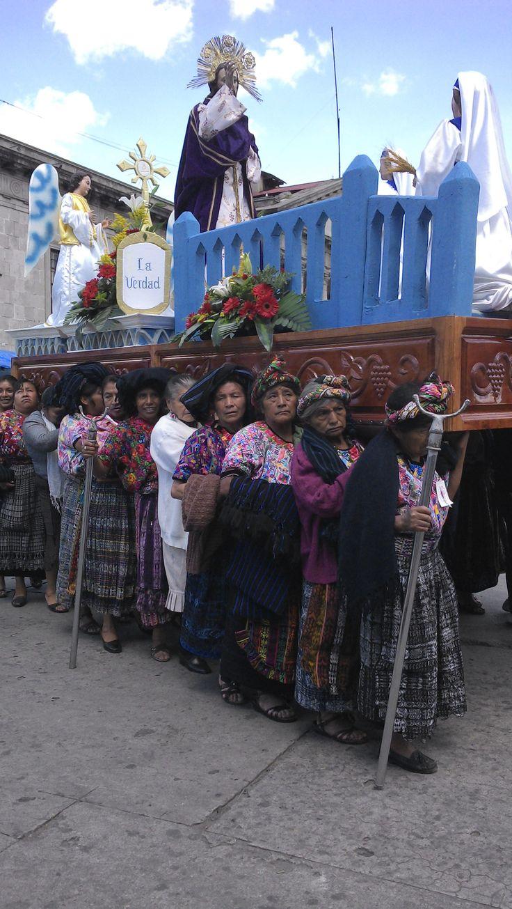 Procesión la virgen Quetzaltenago Guatemala