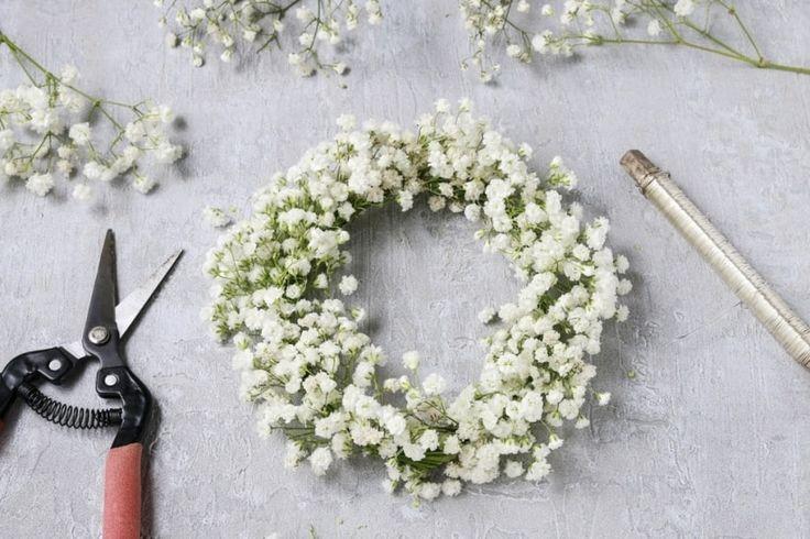 Dans cet article, nous vous proposons de découvrir un tutoriel qui vous permettra de fabriquer de jolies couronnes de fleurs pour votre mariage, que ce soit pour vous, vos témoins ou vos petites demoiselles d'honneur !