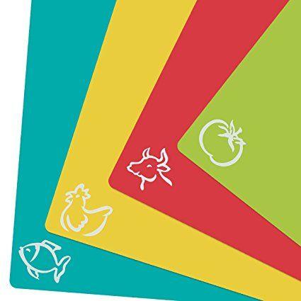 4er Set Schneidebrett Kunststoff in 4 verschiedenen Farben für den getrennten Gebrauch von Lebensmitteln wie Fisch, Gemüse, Geflügel und Fleisch. Die Schneidematten sind antibakteriell, biegsam und rutschfest.