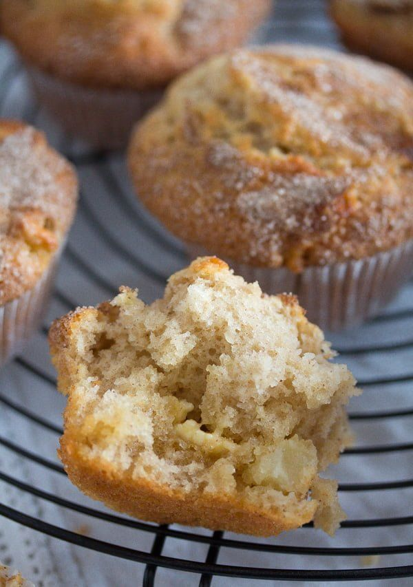 Moist Apple And Cinnamon Muffins With Oil Recipe Apple Cinnamon Muffins Sour Cream Muffins Apple Muffins