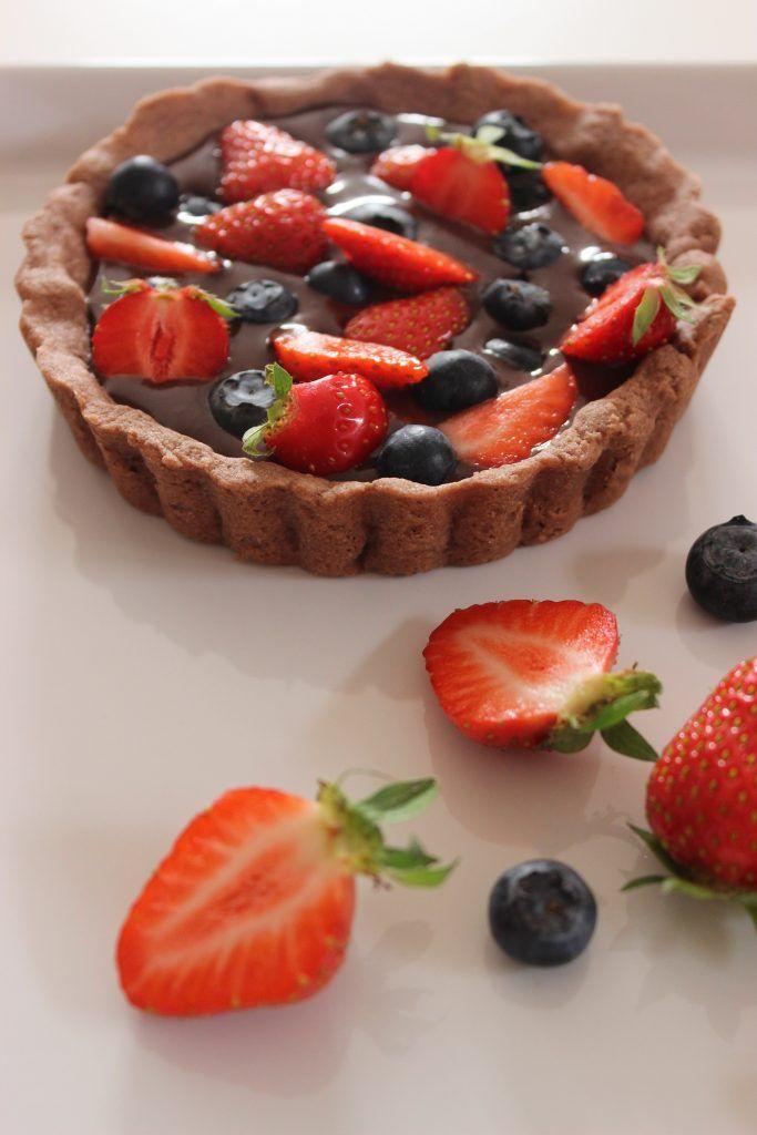 Schokoladen-Tartelettes mit Schokoganache und fruchtigen Beeren | http://evchenkocht.de/