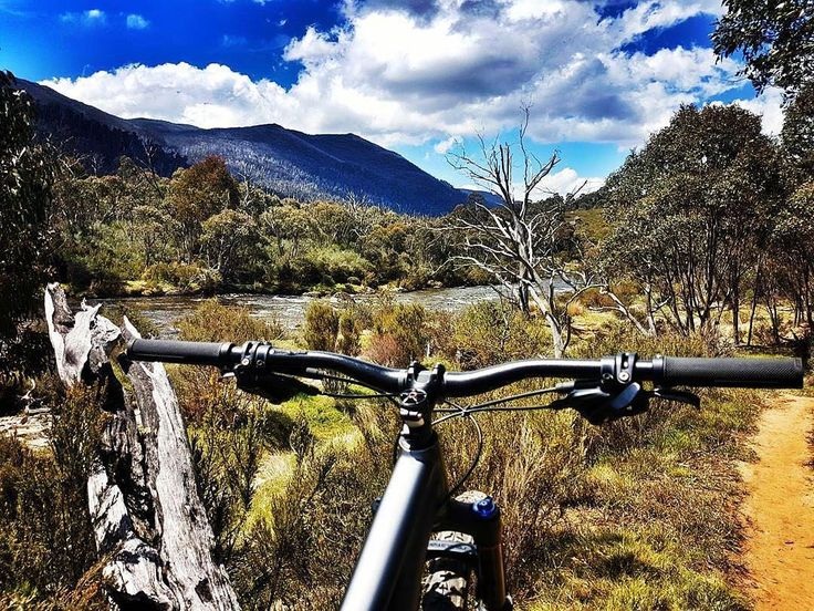Riding the trails along Thredbo Valley Life behind bars feels good! . #Repost @krazykatmeow . . . . #mtb #mtblife #lifebehindbars #ridebikesbehappy #lovetoride #mtbgirl #dirt #chickswhoride #ilovemybike #lifebehindbars #outdoors #adventure #outsideisfree #myhappyplace #fitness #health #realgirls #nsw #lakecrackenback  #smile #weekend #garminau #blueskies #scenery #explore #mountains #naturelover