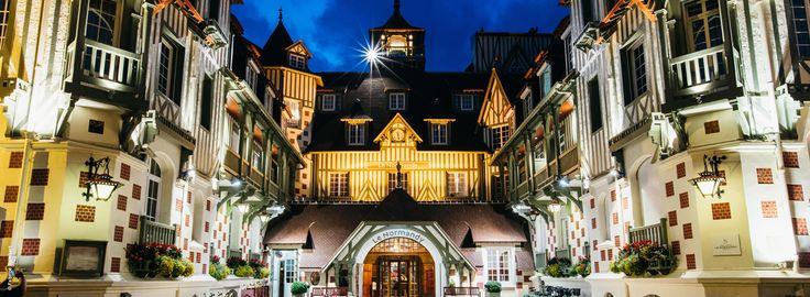 Im Herzen von Deauville in Frankreich befindet sich das im Jahr 1912 als erstes Luxushotel der Stadt eröffnete Hôtel Barrière Le Normandy Deauvilleluxuszeit Gastkritikerin Lisa hat sich sofort in das ehemalige Herrenhaus verliebt: http://www.luxuszeit.com/hotelbewertung/hotel-barriere-le-normandy-deauville.html