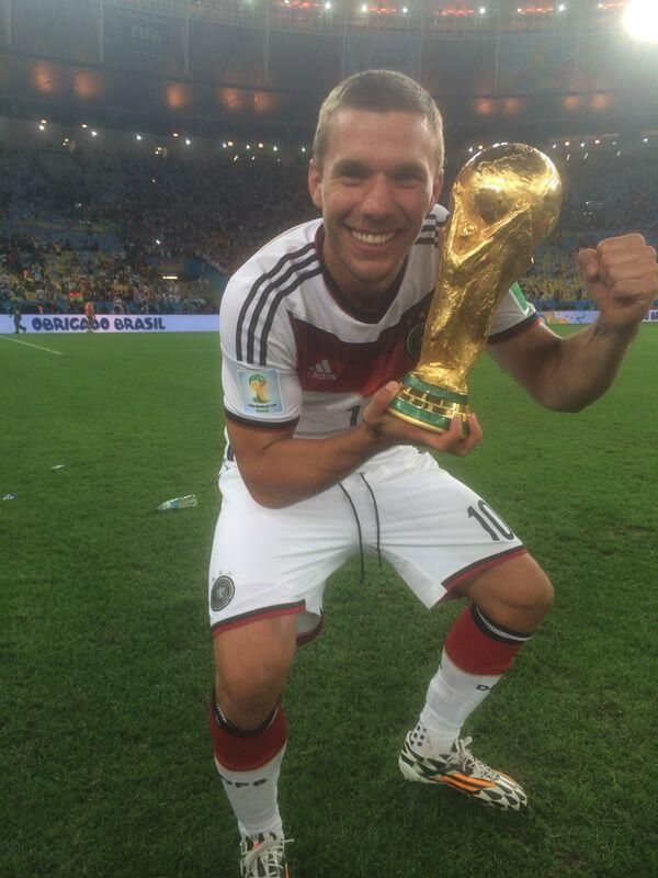 "Lukas-Podolski.com ""Jahre DFB. Hab hiervon geträumt. Danke an alle Fans!/10 years DFB - today this moment.Fans, thanks for ur support!  """