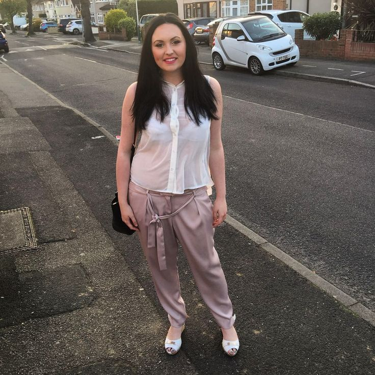 Its spring with summer weather! I wore this outfit out to see Omid Djalili at the Cliffs Pavillion. This outfit is light to wear and stylish. Pink is so in right now! Top: Miso Trousers: Miss Selfr…
