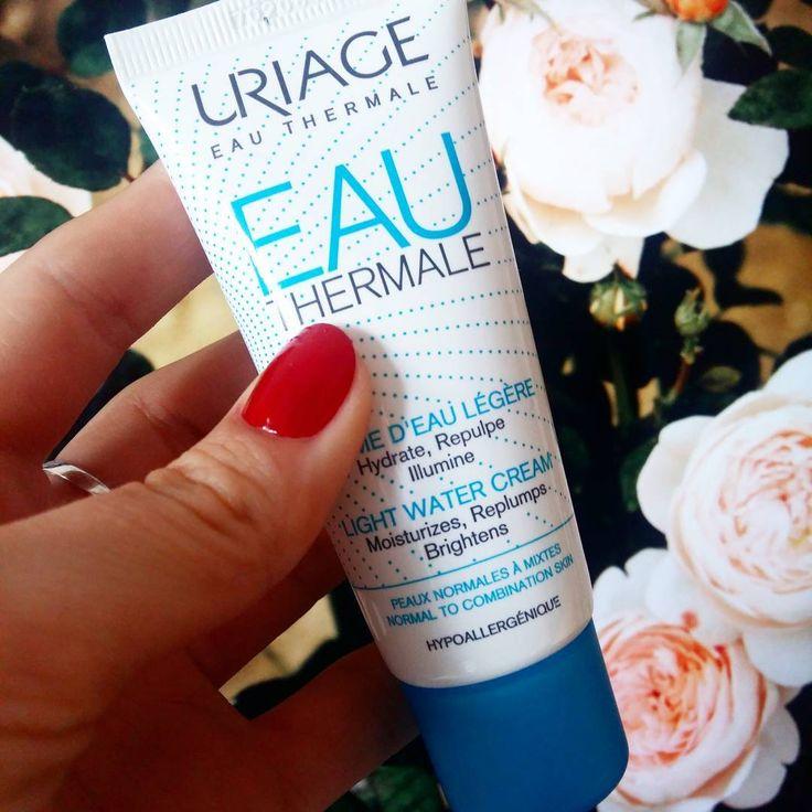Am descoperit de curând crema hidratantă pentru ten gras/mixt Uriage Eau Thermale. Îmi place mult de tot şi nu mă mai satur de ea ❤ se absoarbe rapid, are o textură ultra lejeră şi lasă pielea hidratată, fără să o încarce. Voi o folosiți?