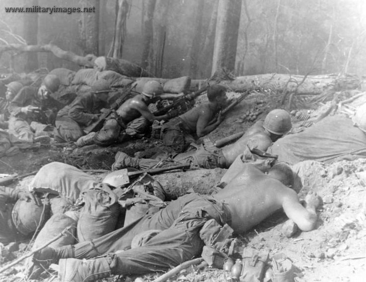 best vietnam war images american war history  these vietnam war iers are trying to hold their ground while under heavy fire how