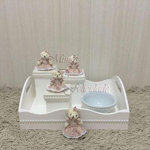 Bandeja + kit higiene + molhadeira decorados com ursinhas e pérolas