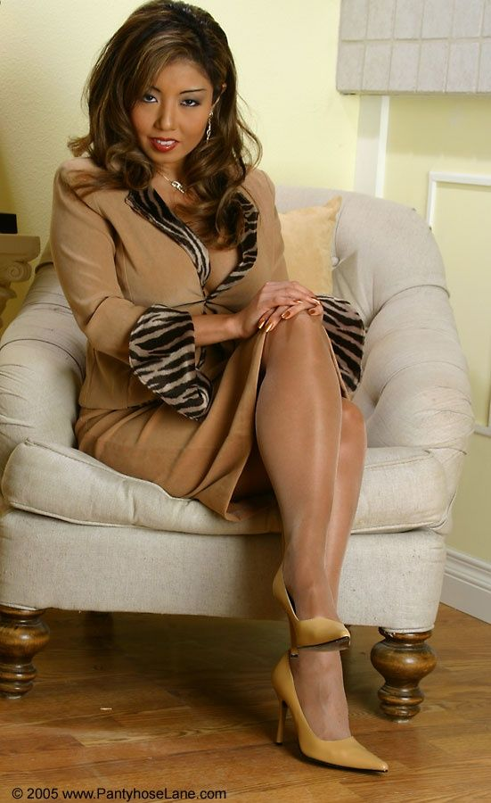 Tan pantyhose sexy stiletto high heels pumps on the stairs 2