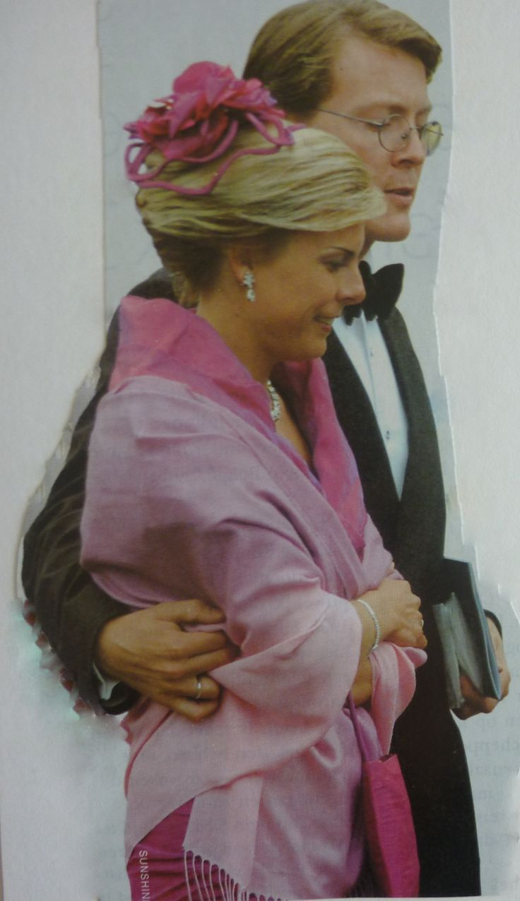 Gala familie en vrienden voor het huwelijk van Constantijn en Laurentien in 2001