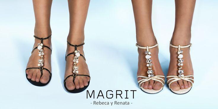-REBECA Y RENATA: Sandalia romana plana con tiras de pitón negra y ribetes en oro, y Sandalia alta en pitón blanca, las dos con un T-bar de piedras opales, espectaculares y elegantes de día y de noche. SWAROVSKI ELEMENTS http://bit.ly/1rTuTmy ---------------------- REBECA & RENATA: Roman flat sandal, with strips of black python and gold trim, and high sandal in white python, both with T-bar of opal stones. Spectacular and elegant day and night. SWAROVSKI ELEMENTS http://bit.ly/1sUfVkr