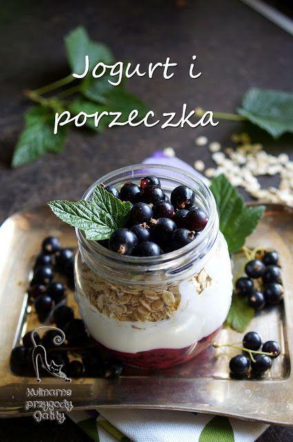 Kulinarne przygody Gatity: Jogurtowe śniadanie z czarną porzeczką