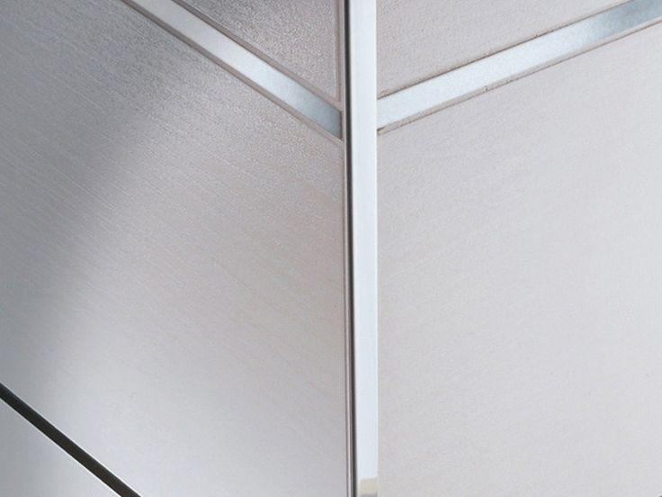 Trimtec TR-IL profil de colt din inox lucios, discret si elegant, care se aplica la colturile de 90 grade. Poate fi folosit si ca profil de capat, treapta sau trecere discreta la acelasi nivel.
