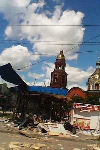 Ukrainian Junta purposefully destroying Orthodox churches in the Donbass. Slavyansk. June 21 after the announcement of the armistice President of Ukraine Petro Poroshenko, the Alexander Nevsky Cathedral was fired again.