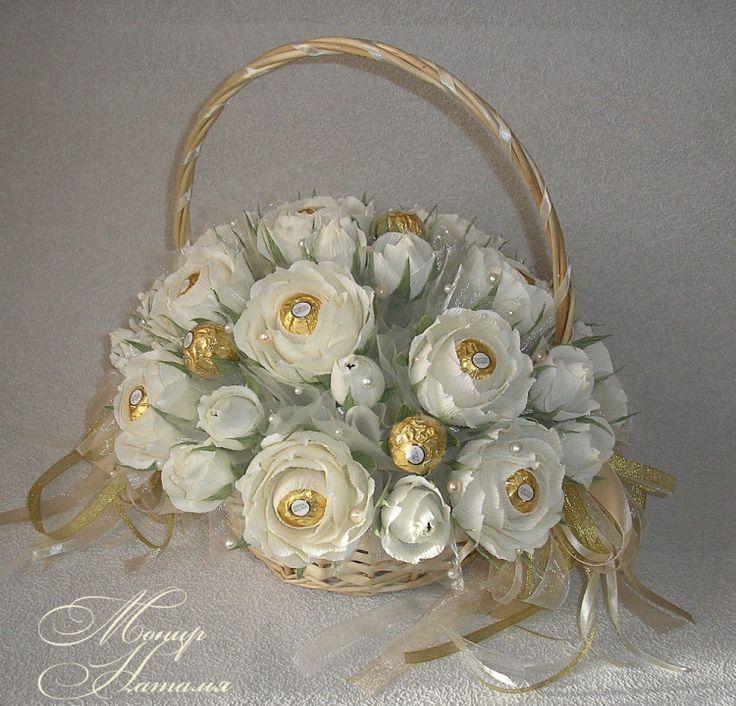 Gallery.ru / Букет из конфет и нежных роз - Корзины с цветами и конфетами 400-1200 грн. - monier