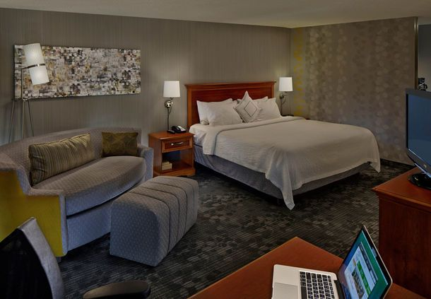 Courtyard Hartford Cromwell  - King Guest Room | CT 06416