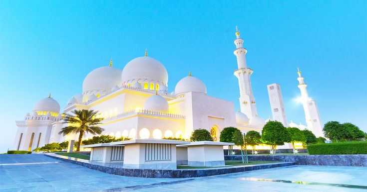 Sehen Sie eine der schönsten Moscheen der Welt bei einer Halbtagestour am Morgen oder Nachmittag zur Scheich-Zayid-Moschee, Abu Dhabi. Profitieren Sie vom Hin- und Rücktransfer ab Ihrem Hotel in Dubai und dem Service eines professionellen Fahrers/Guides.