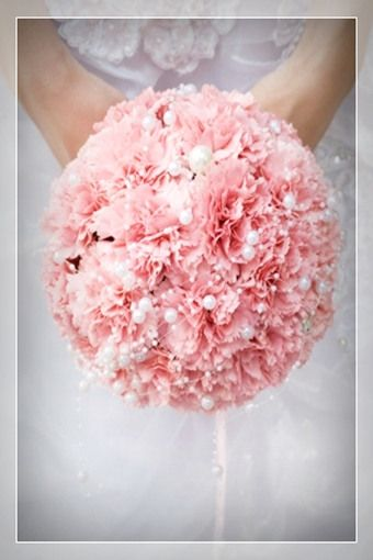 Carnation bouquet and other great ideas  It's only for Mother's Day... the flower you give ur mum!! But it's sooo pretty here!!<3