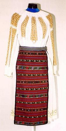 Women's costume from county of Mehedinţi