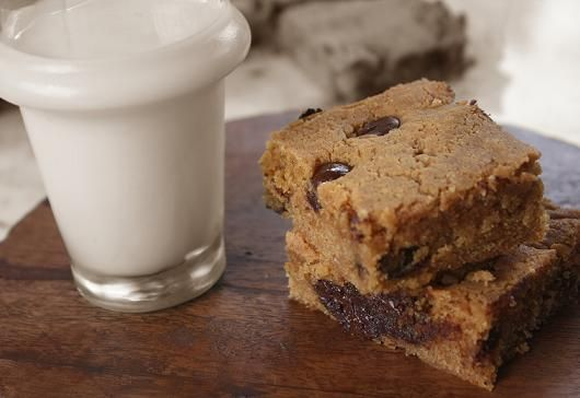 gluten-free blondies with almond butter and chocolate