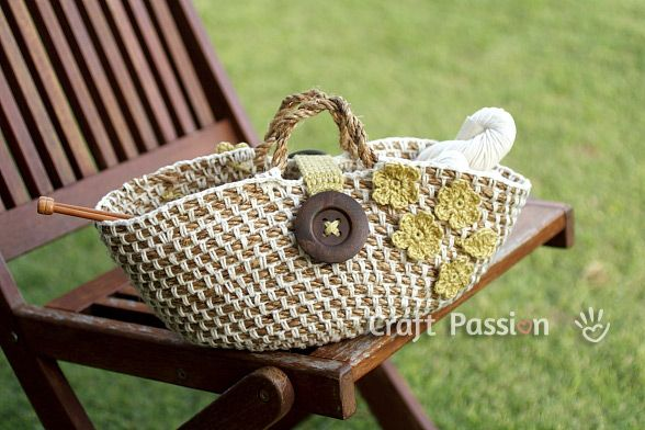 Want to make these hemp baskets for the holidays :) bottle of wine, napkins and a gift card at a gourmet grocer!