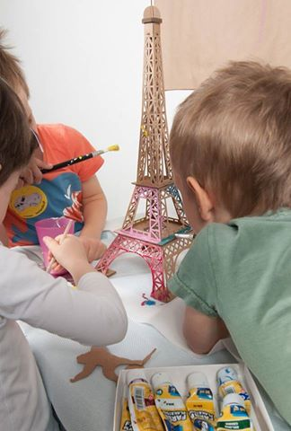 Because the best fun is when you share it with friends. Assemble your Leolandia Eiffel Tower and then paint your cardboard toys together ‍‍‍ http://www.axistoys.com/Brands/Leolandia?product_id=1996