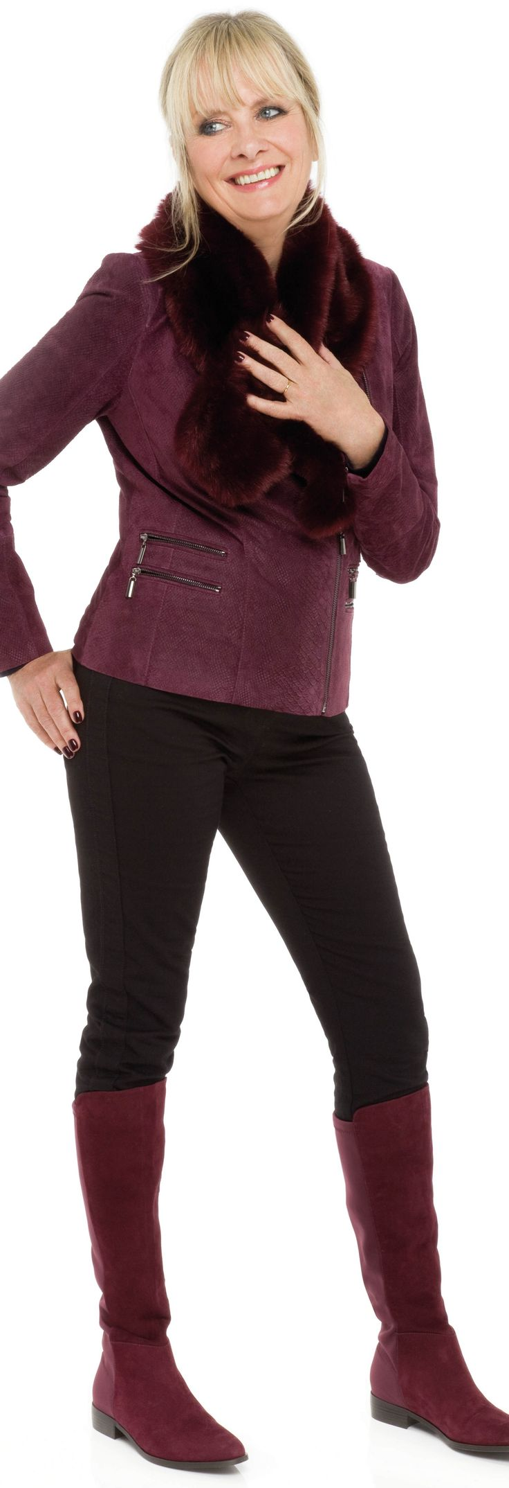 Should women over 60 wear short jackets with leggings? I'm sorry Twiggy... read my answer here: http://www.boomerinas.com/2015/09/18/27-fashion-tips-we-can-learn-from-twiggy-now/