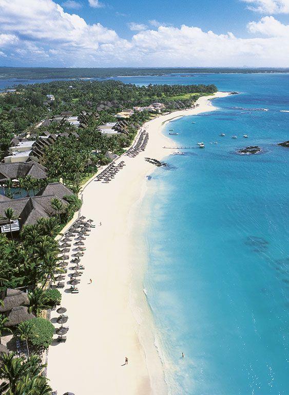 Hôtel #Constance Belle Mare Plage (Île Maurice) - Situé sur une magnifique plage de sable blanc de 2 km de long à Belle Mare, sur la côte Est de l'île.