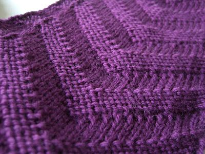 V Scarf By Jessie - Free Knitted Pattern - (tinyant-art.blogspot)