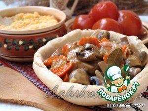Грибной гуляш в хлебных тарелочках - кулинарный рецепт