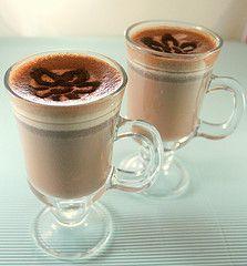 <p>Soğuk günlerin romantik yoldaşı. Malzemeler (1 kişi için) 1 fincan süt 10 gram bitter çikolata 10 gram sütlü çikolata 1/4 çay kaşığı tarçın 1/4 çay kaşığı toz zencefil 1/4 çay kaşığı toz Kırmızıbiber muskat cevizi rendesi Üstü için 1 yemek kaşığı krema kakao Hazırlanışı Krema çırpılıp derin dondurucuya kaldırılır. Bütün malzemeler bir cezvede karıştırılarak pişirilir. […]</p>
