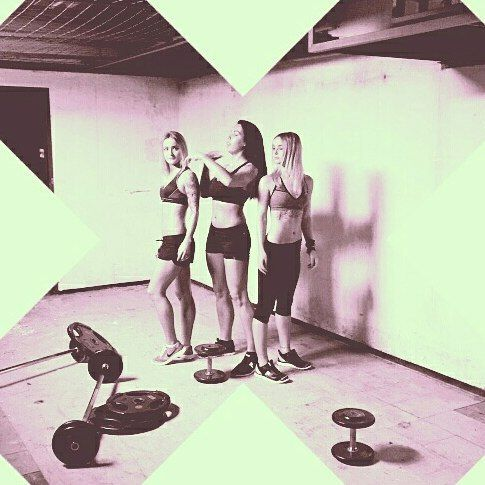 """First """"making of"""" pics from our IRONKING + BODYQUEEN photoshoot! Seid gespannt, es wird der Hammer!  #realworkout #onlinetrainingsplan #iron_king_body #IronKing #bodyqueen #body-queen #christopher_rossmann #tom_ce #fitness #th_fit_for_life #m_leit #soinegg_katja #taanja_soii #fit #echtestraining #fitfam #orgainic"""
