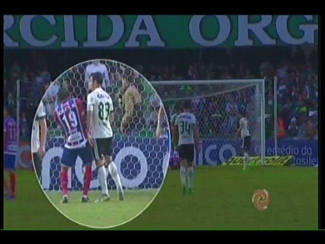 Falta de Kleber causa confusão em jogo entre Coritiba x Bahia