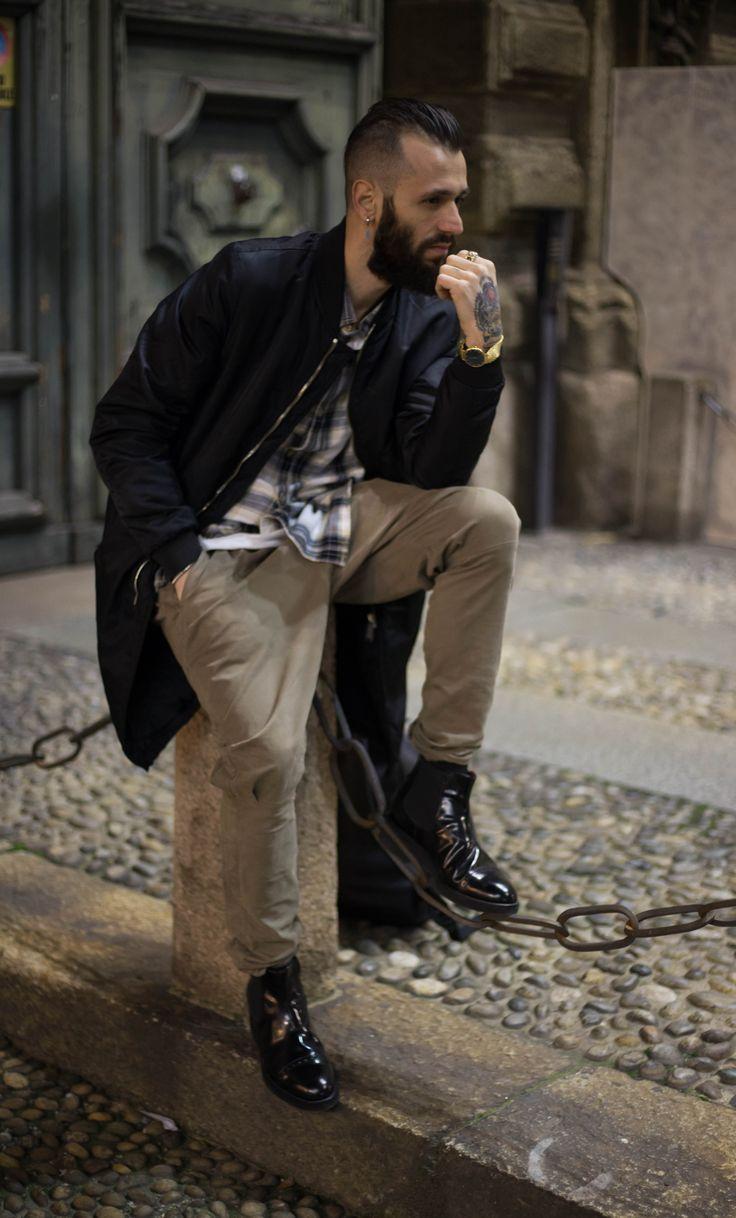 Fashion, comodi e rialzati! Stivali uomo con rialzo inverno 2016/2017 realizzati a artigianalmente in pelle nera.   #fashionblogger #stivaliuomo #chelseaboots #beatlesboots #madeinitaly
