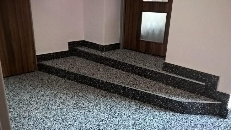 Koukněte na realizaci našeho partnera Kamenné koberce Olomouc , kombinace mramorového kamínku TopStone Grigio Carnico a Bardiglio nevypadá vůbec špatně, co říkáte? https://topstone.cz/kontakty/kamenne-koberce-olomouc-3705-9?adminiframe=1 #topstone #mramorovýkoberec #kamennýkoberec #schody #chodba #interiér