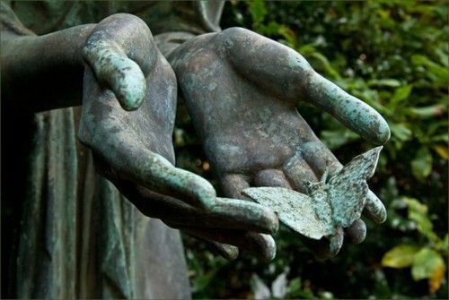 Ohlsdorfer Friedh of Hamburg, Germany: Angel, Hamburg Germany, Beautiful Hands, Ohlsdorf Friedh, Art Magazines, Visual Art, Musetouch Visual, Sweet Dreams, Gardens Statues