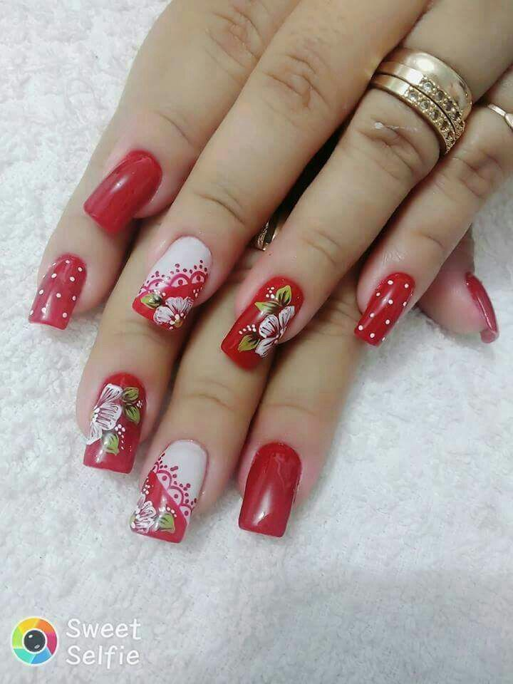 uñas rojas flor a mano alzada