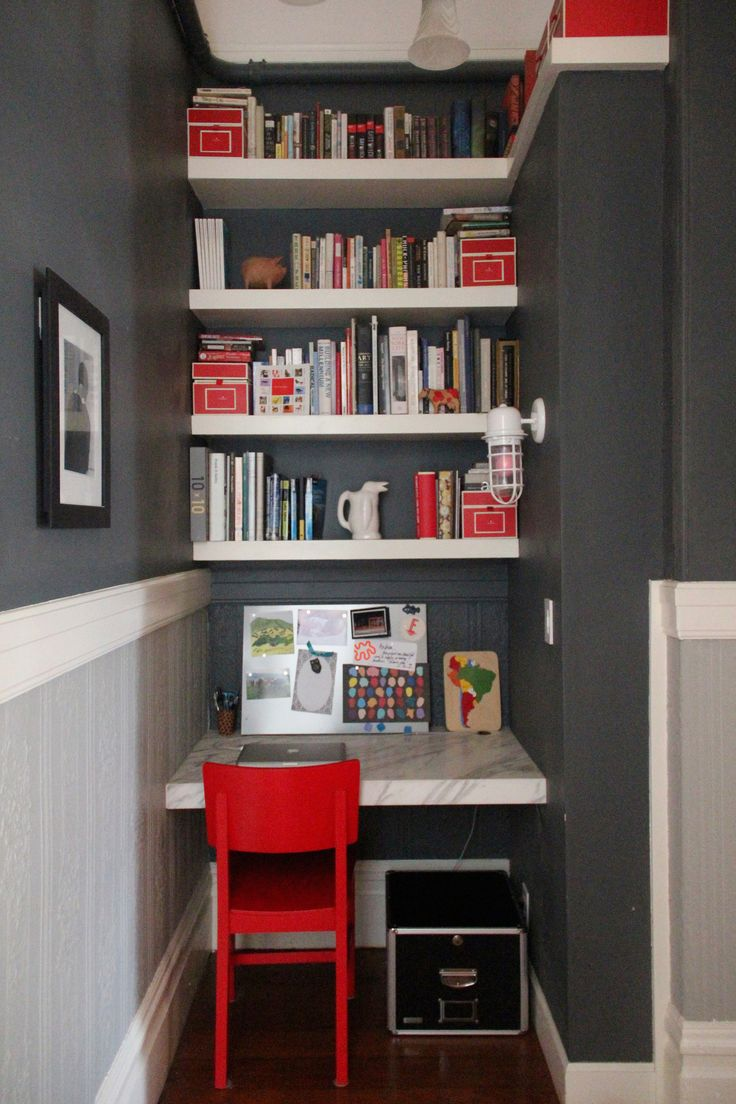 Great usage of 'nook' space (cookbook storage, meal planning, bill paying, homework station)...all tucked away.