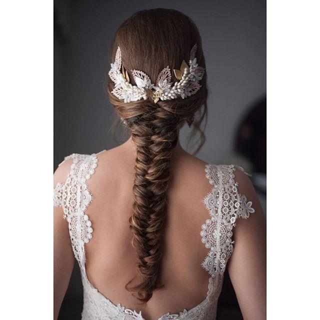 novia tocado bride trenza trenzas novias   #BeToscana💚   #toscanabride   Fotografía